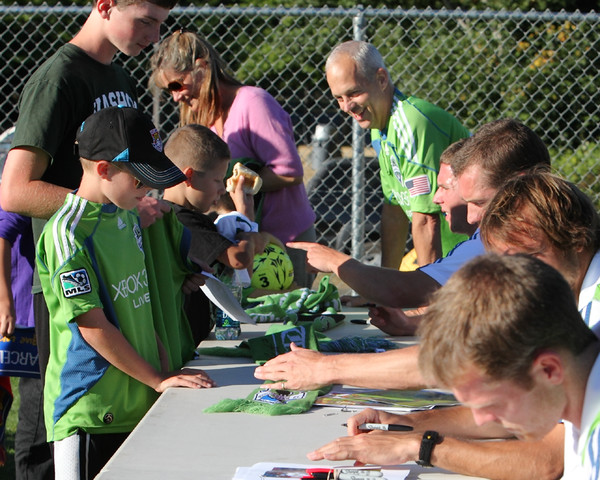 2741_VISC-Seattle_Sounders_autographs_082310