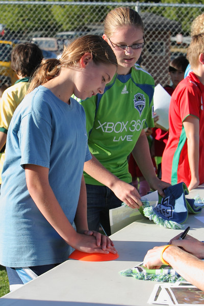 2844_VISC-Seattle_Sounders_autographs_082310
