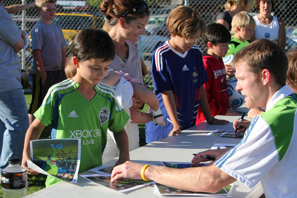 2861_VISC-Seattle_Sounders_autographs_082310