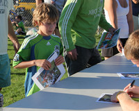 3254 VISC-Seattle Sounders autographs 082310