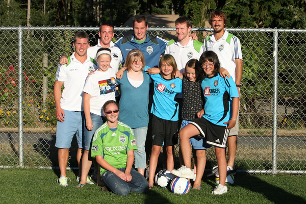 3303_VISC-Seattle_Sounders_autographs_082310